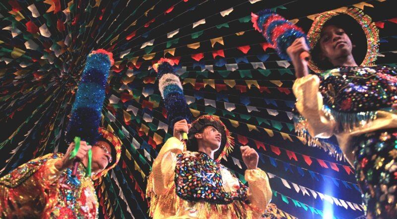 Bois amanhecem na Festa de São Pedro, na Madre de Deus, no apogeu do folguedo, em São Luís – Foto: Reprodução