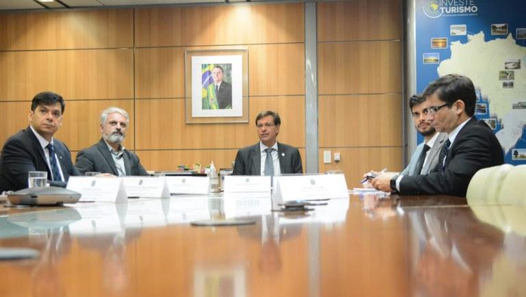 Ministro apresentou nova funcionalidade aos prestadores de serviços do setor – Foto: Roberto Castro
