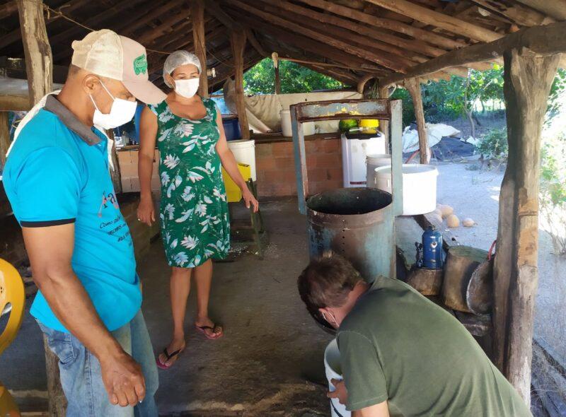 Farinhada do Preto: vivência revela produção de farinha e receptividade de Preto e Ednélia – Foto: S. Fontes