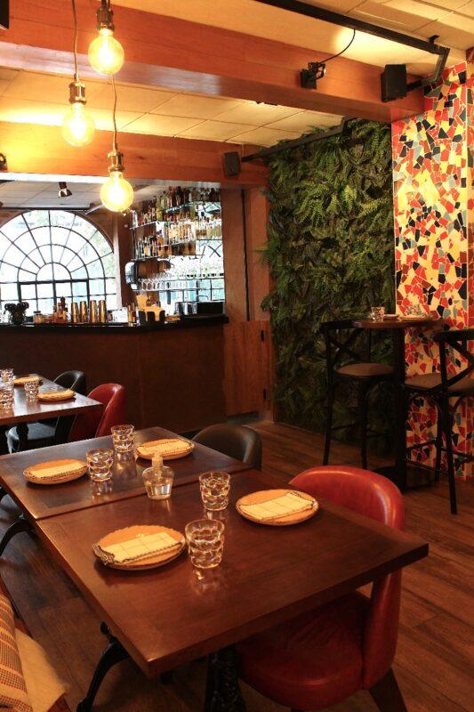 A sofisticação e o ambiente harmonioso do restaurante espanhol Me Vá, em São paulo - Foto: Divulgação