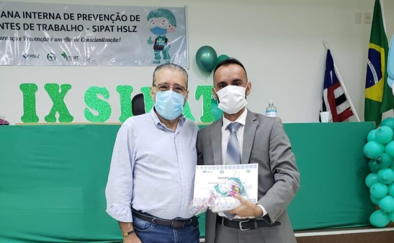 O diretor geral do HSLZ, Plínio Valério Tuzzolo,  com o advogado Weber Penha, palestrante da IX SIPAT – Foto: Divulgação