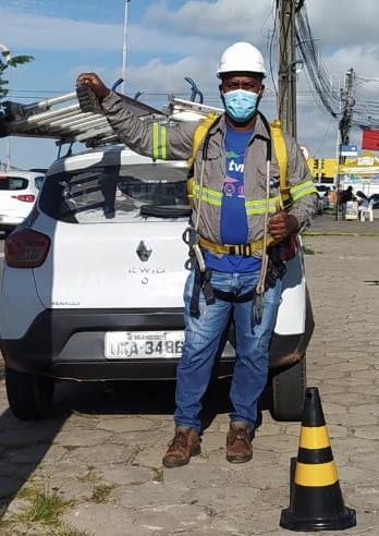 Emilson Sousa da Silva, técnico de instalação da empresa de telefonia, internet e tv a cabo TVN – Foto: Divulgação