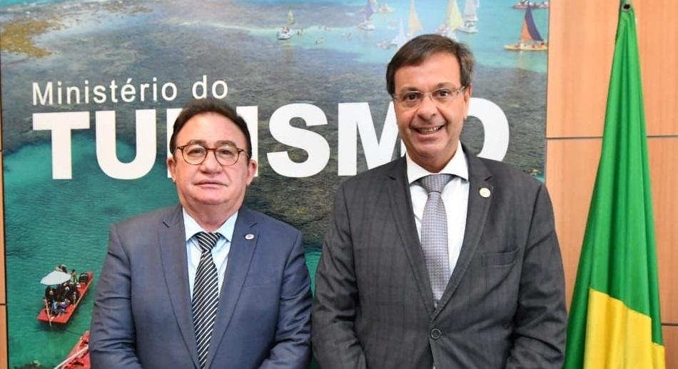 Manoel Linhares e o Ministro de Turismo Gilson Machado Neto, em Brasília durante encontro  - Foto: Divulgação