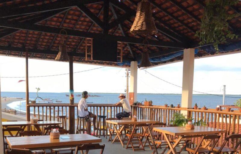 A maravilhosa vista do restaurante Flor do Mangue na Praia da Andrezza, em Tutóia - Foto: Divulgação