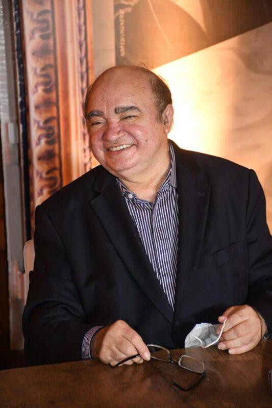 O colunista, escritor e poeta Pergentino Holanda receberá amigos e fãs da literatura na noite de autógrafos – Foto: Divulgação