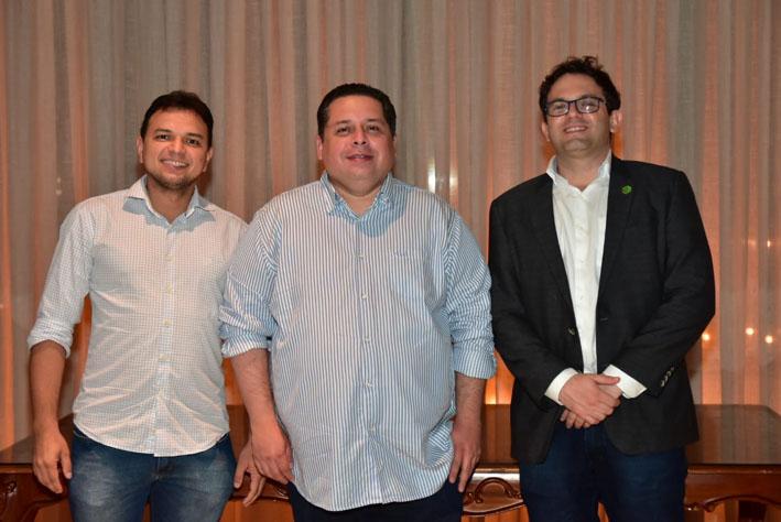 O médico Leoberth Araújo com os novos diretores da SBCO-MA, Gumercindo Leandro Filho e Jorge Lyra – Foto: Divulgação