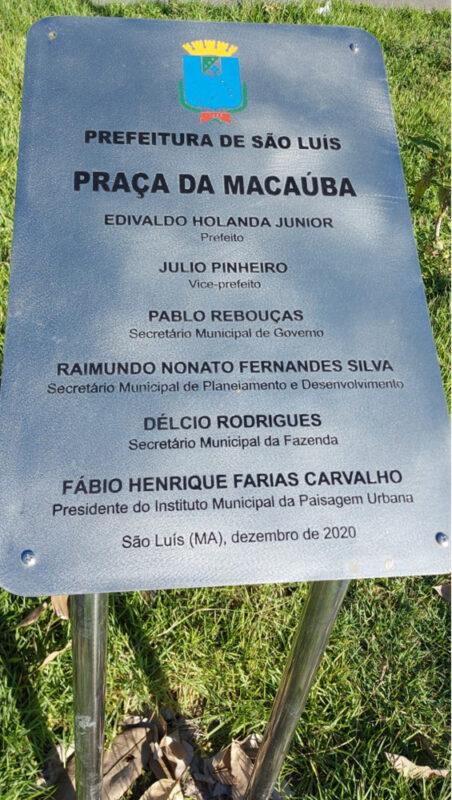 No letreiro deveria constar Praça João Evangelista, em memória do jovem idealista morador do local – Arquivo: Herbert de Jesus Santos