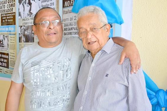 O jornalista Djalma Rodrigues (na foto, com o confrade jornalista Cordeiro Filho) fez uma pequena viagem do legendário jornalista Ribamar Bogéa (Zé Pequeno), na Imprensa timbira e no folguedo  – Foto: Divulgação