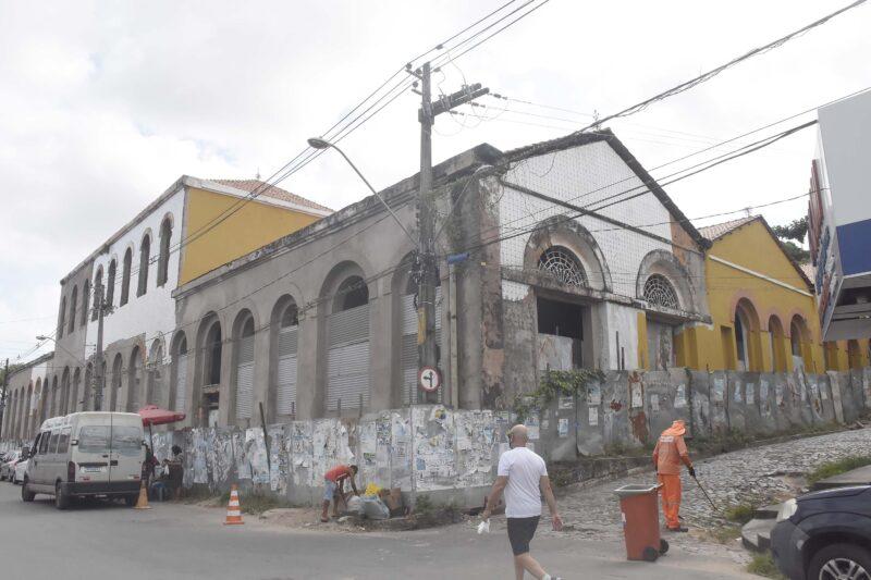 Revitalização do prédio do Sioge começou voando, em 2017, e, até agora, a sua restauração, nada! - Foto: Paulo Caruá