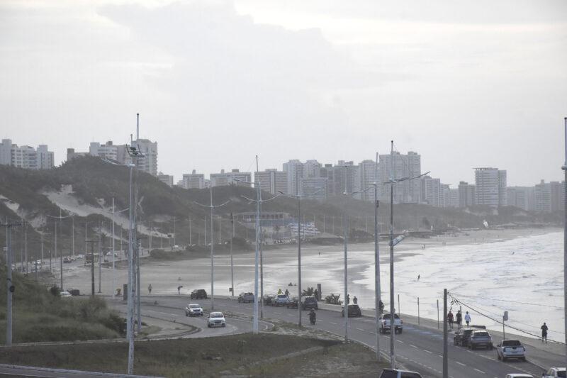 Belas praias: impróprias para banho pela carga pesada de coliformes fecais dos prédios para a orla – Foto: Paulo Caruá