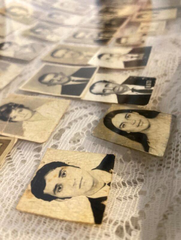 Imagem das fotos dos parentes do Mestre Pazzini - Foto: Larissa Micenas