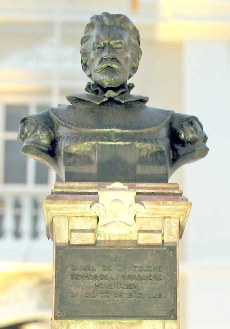 Busto de Daniel de laTouche em frente à Prefeitura de São Luís - Foto: Reprodução