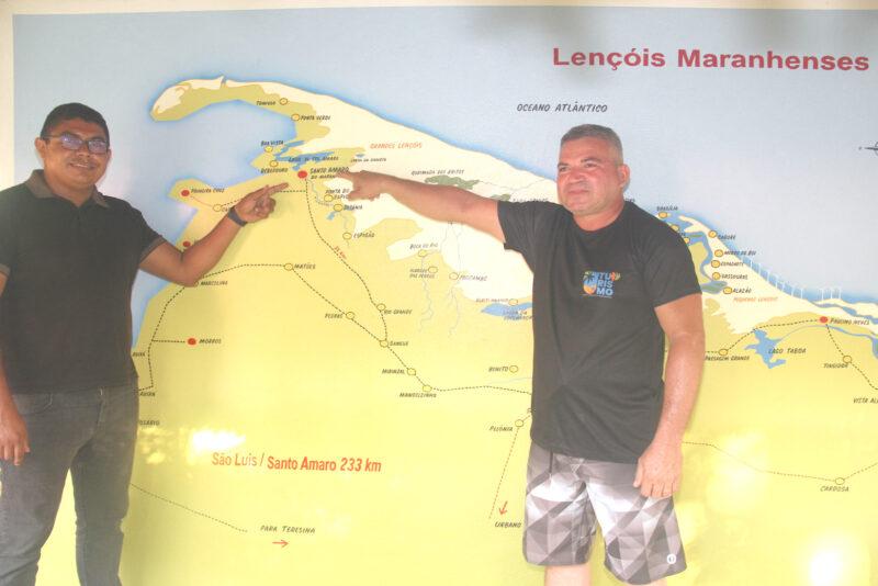 O Sec. Adjunto Daniel Barros e o Sec. Mun. de Turismo de Santo Amaro Jackson de Sousa, que estão disciplinando o turismo na região  - Foto: Danielle Vieira