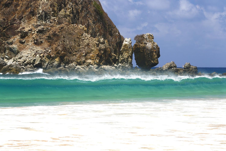 Praia da Conceição está situada no sopé do Morro do Pico e próxima à Vila dos Remédios – Foto:  Zé Henrique