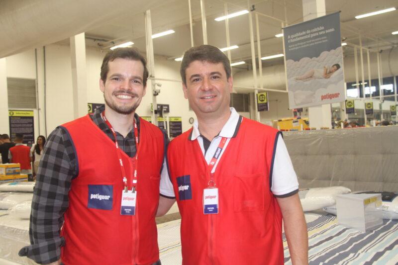 Rafael Maciel e Rafael Vieira, lembram que ainda dá tempo de aproveitar o último dia de ofertas da Quinzena do Sono em todas as lojas Potiguar – Foto: Divulgação