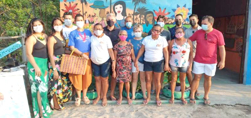 Na Casa das Artesãs, na comunidade de Marcelino, a equipe do Sebrae conversou com o grupo de mulheres que não desistiram de fazer arte com fibra de buriti - Foto: Divulgação