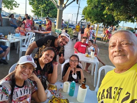 Só estava começando a festança dos 25 anos do famoso bloco tradicional e eram sorrisos pra todo lado – Foto: Divulgação